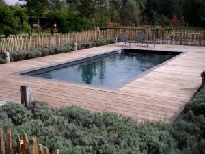 zwembad met hout